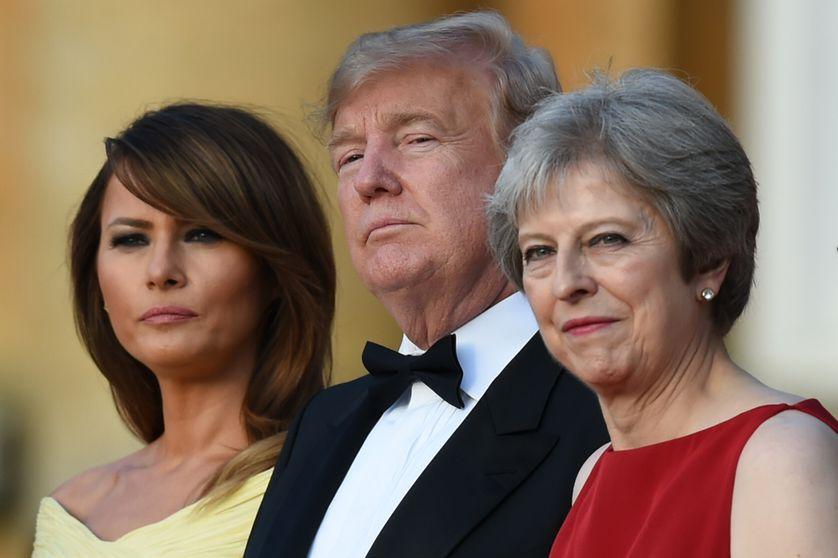 Melania et Donald Trump en compagnie de Theresa May avant un dîner de gala au palais de Blenheim près d'Oxford