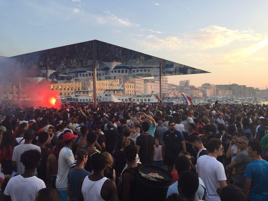 Près de 40.000 personnes sur le Vieux-Port à Marseille