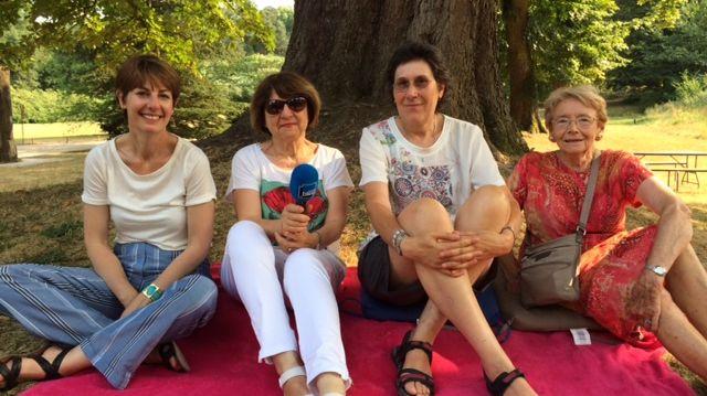 Véronique Martin-Baudouin aux côtés de Chantal, Pascale et Nicole, trois auditrices de France Bleu Paris