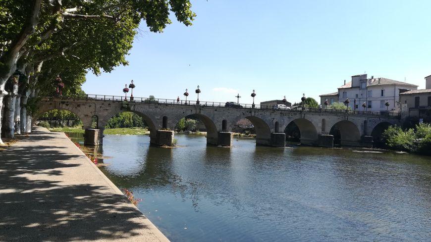 Le pont romain de Sommières dans le Gard