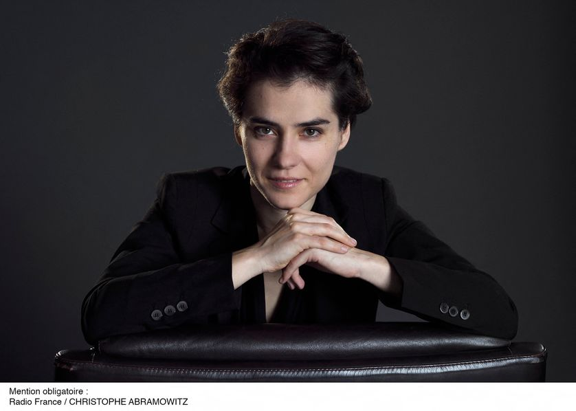 Marzena Diakun, chef assistant de l'Orchestre philharmonique de Radio France.Photos en couleur.