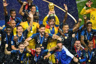 À Moscou, les Bleus l'ont emporté 4 à 2 contre la Croatie et sont sacrés champions du monde de football pour la deuxième fois de leur histoire.