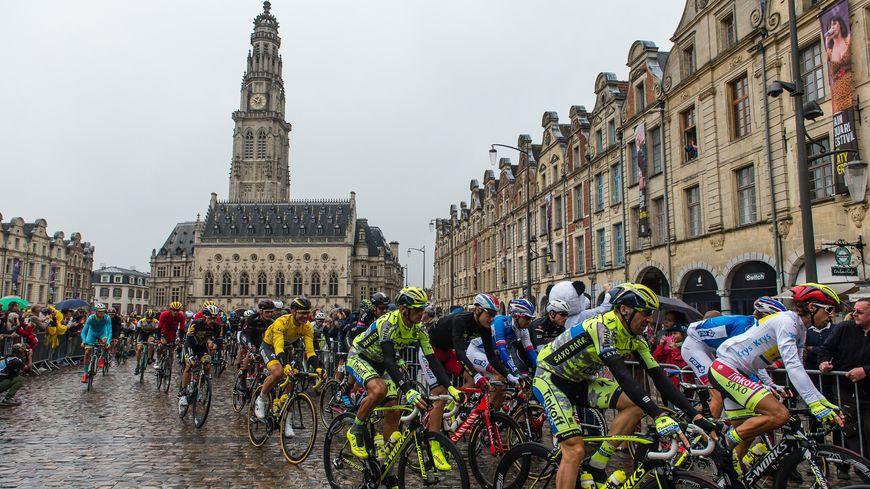 Le Tour de France s'élance de la Grand Place d'Arras, en 2015