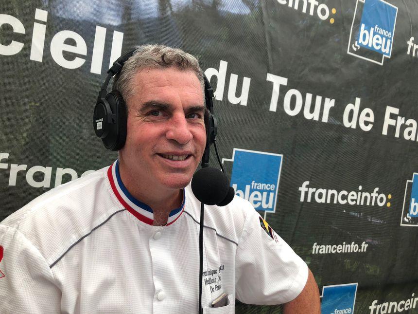 Dominique Bouchait, fromager, suit le Tour.