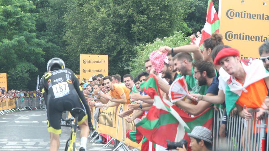 Romain Sicard dans la montée du col de Pinodieta