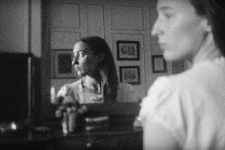 """Image extraite du clip de """"Nora (Naked)"""" d'Orouni réalisé par Shanti Masud"""