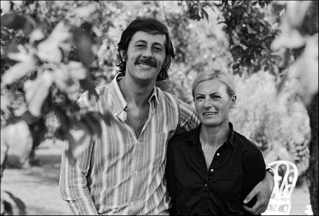 Jean Rochefort et son épouse Alexandra Moscwa chez eux le 26 aout 1970