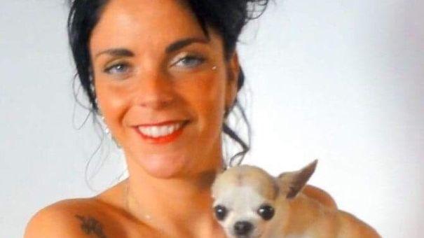 Leslie s'est fait voler Glod, une petite chienne Chihuahua à laquelle elle est particulièrement attachée