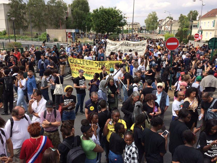 La Préfecture estime qu'il y avait 1500 participants à la marche, les organisateurs estiment eux leur nombre à 3000