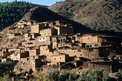 Village berbère sur la route de Tizi-n-Tishka.