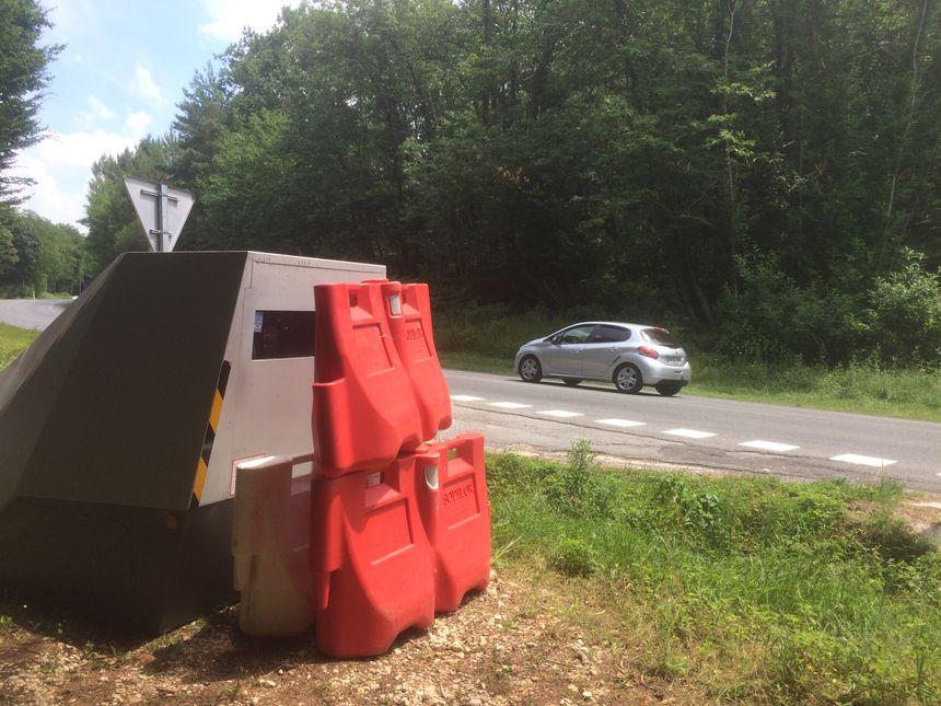 Le radar chantier sur la route de Bergerac volontairement obstrué