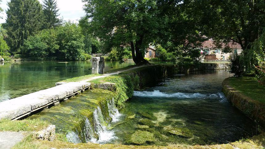 Petite cascade pour la rivière Druyes