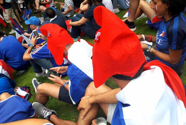 Bonnets phrygiens à la rescousse pour supporter les Bleus depuis Moscou