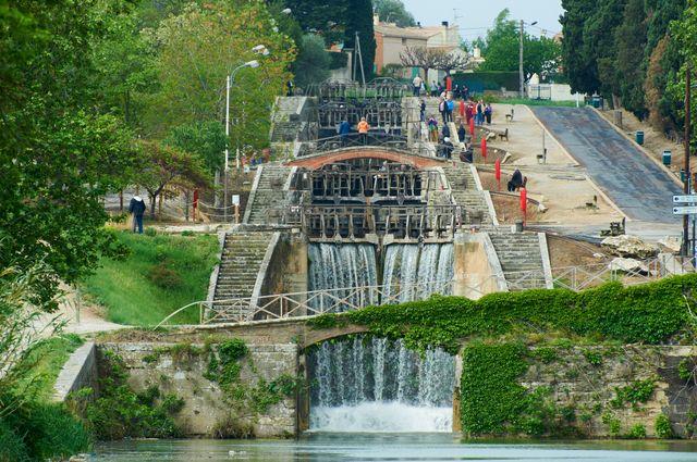 Les sept écluses de Fonserannes sur le Canal du Midi ( Patrimoine mondial de l'Unesco)