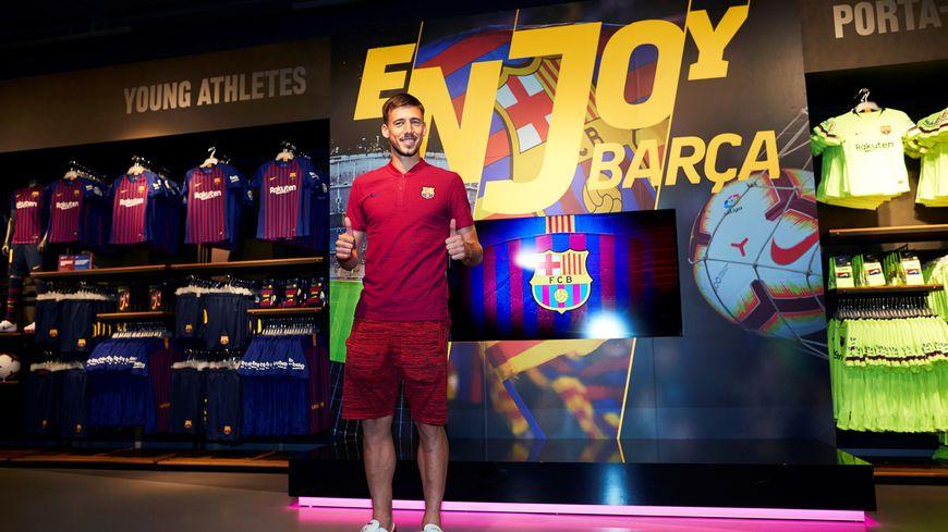 Clément Lenglet lors de sa signature ce jeudi au Fc barcelone
