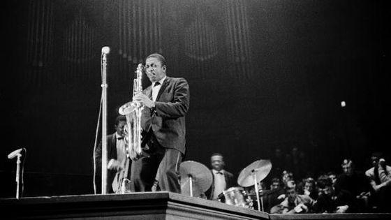 John Coltrane sur la scène du Concertgebouw d'Amsterdam en octobre 1963, quelques mois après l'enregistrement de l'album perdu
