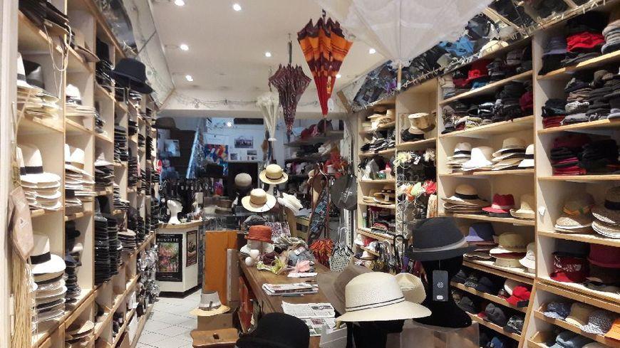 Plus de 5.000 chapeaux différents sont commandables à la chapellerie d'Avallon !