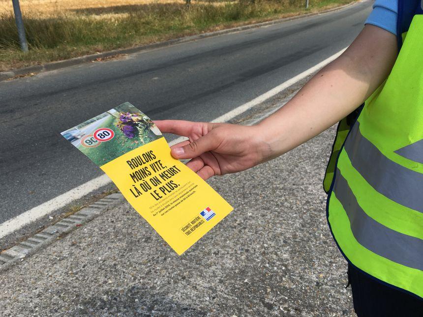 Pas de contravention, mais un flyer pour alerter les automobilistes sur les distances de freinage.