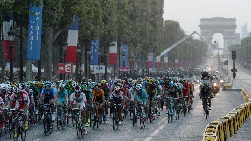 Le Tour de France arrive sur les Champs-Elysées