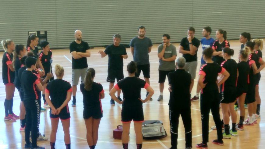 Premières séances à l'Arena pour Laurent Bezeau, son staff et ses joueuses