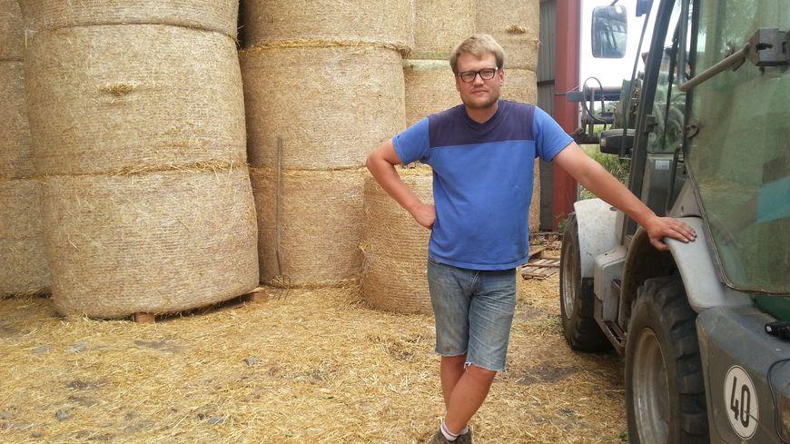 """""""Il n'y a pas à dire : la qualité de cette année, c'est du très très bon,"""" confirme Quentin Destombes, producteur de blé à Quesnoy-sur-Deûle"""