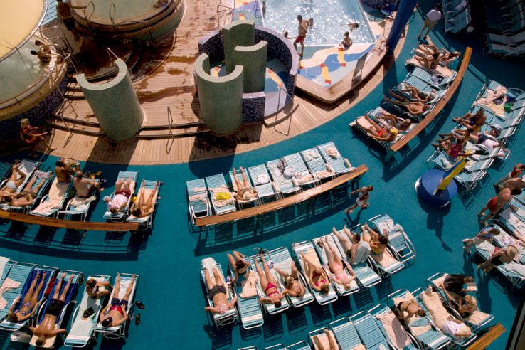Bronzage sur un bateau de croisière dans les Caraïbes