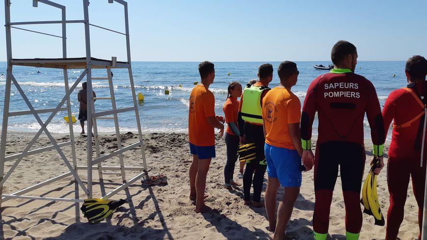 En Hérault, la surveillance des plages est répartie entre les pompiers, les sauveteurs en mer, les gendarmes, les CRS, la fédération de sauvetage et secourisme et parfois des agents communaux.