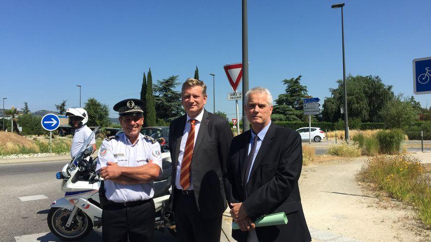 De gauche à droite : Pierre-Olivier Mahaux, directeur départemental de la sécurité publique de la Drôme; Eric Spitz, Préfet de la Drôme; Alex Perrin, Procureur de la République