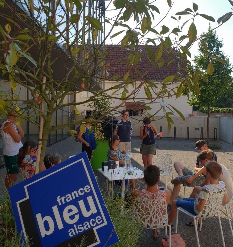 Posés devant l'Espace Culturel de la Bouilloire à Marckolsheim...