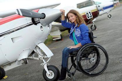 Dorine Bourneton, première femme handicapée pilote de haute-voltige