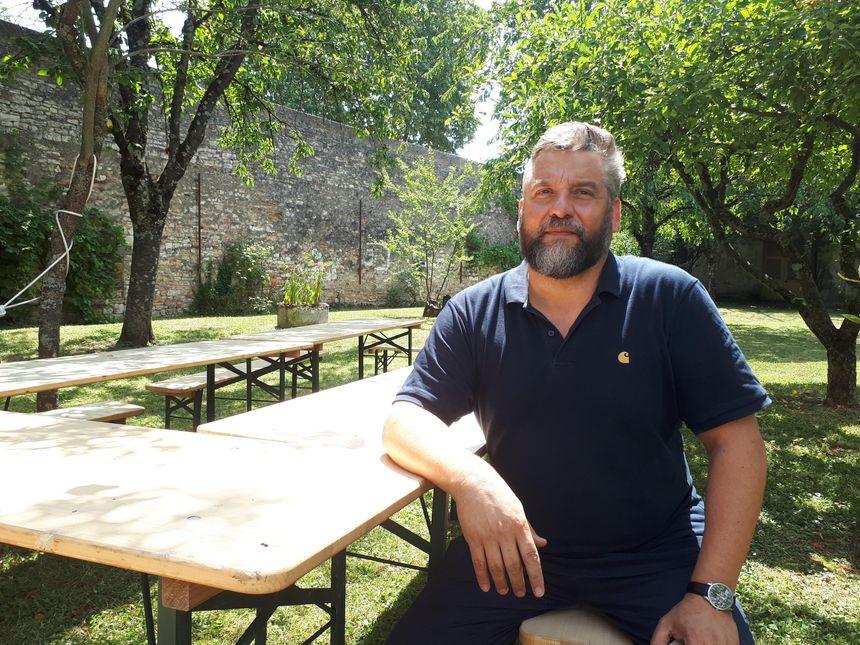 Pierre Duforeau, le directeur artistique du festival, ici dans les jardins du Carmel.