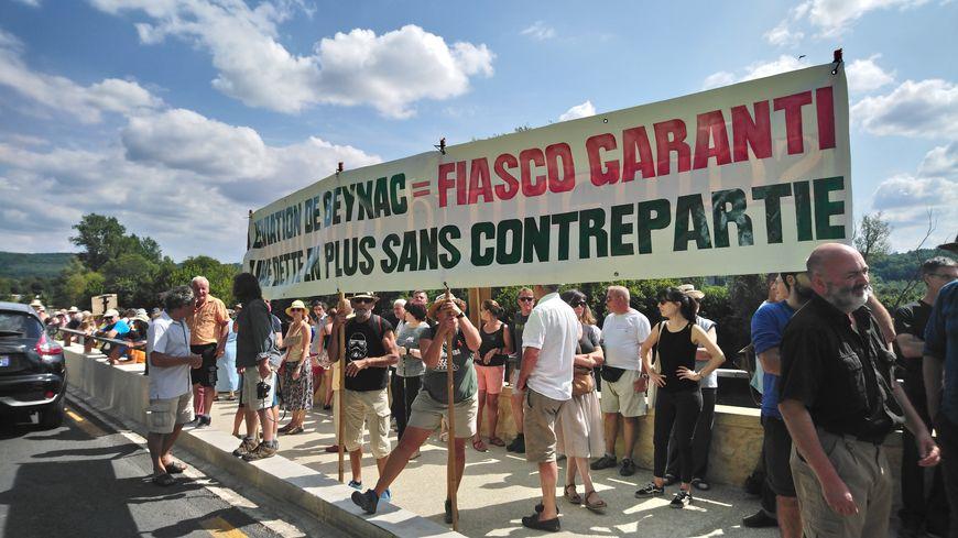 Manifestation à Beynac du collectif Sauvons la Dordogne