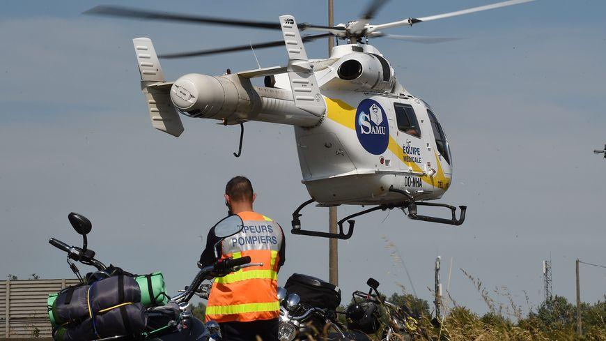 Trois personnes, grièvement blessées ont été transportées, vers des hôpitaux parisiens après le choc