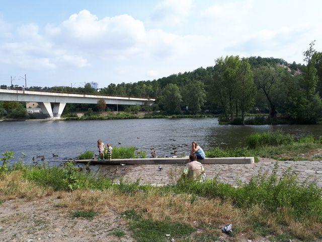 Dans les nouveaux quartiers branchés de Prague sur les rives de la Vlatava
