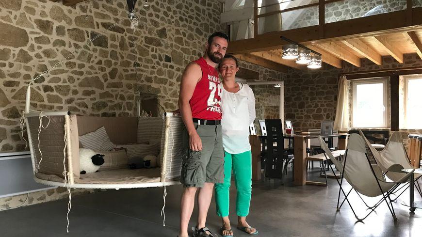 Sophie et Philippe ont eu un coup de coeur pour cette maison de Saint Médard, qu'ils viennent d'aménager en gîte