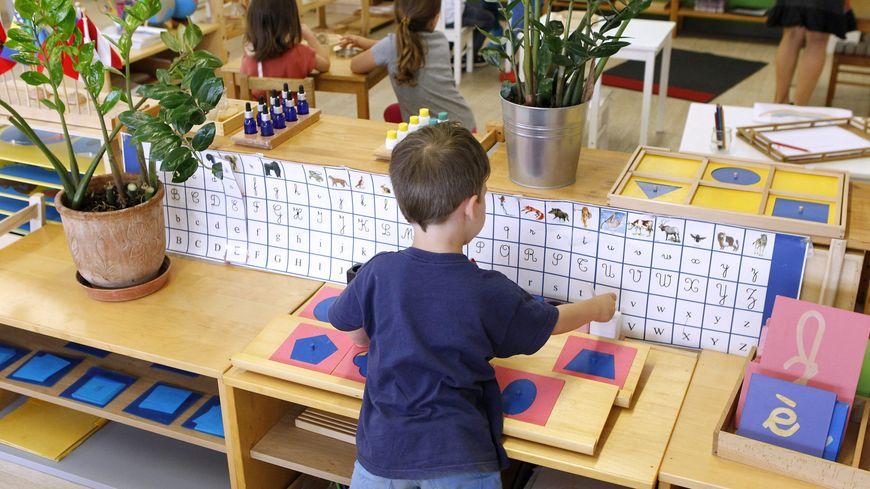 Une école maternelle à pédagogie Montessori.