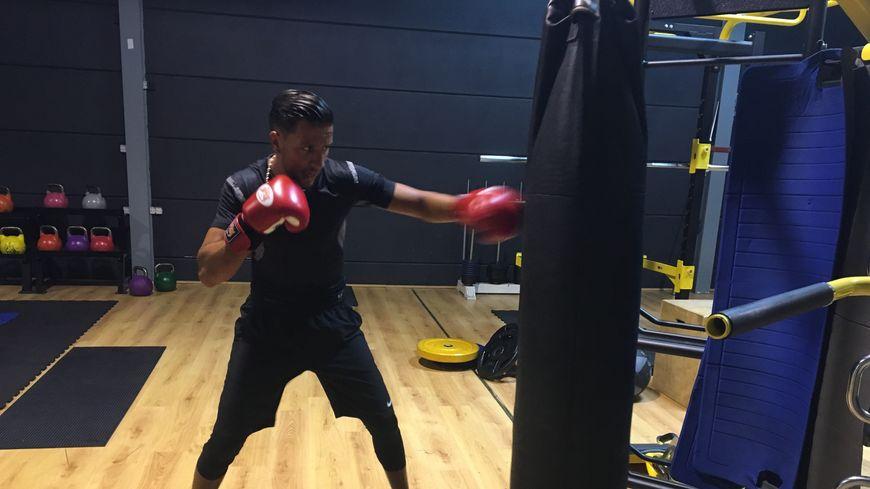 Rachid Boudchar s'entraîne six fois par semaine pour tenter de décrocher l'or aux championnats du monde de full contact, en Allemagne