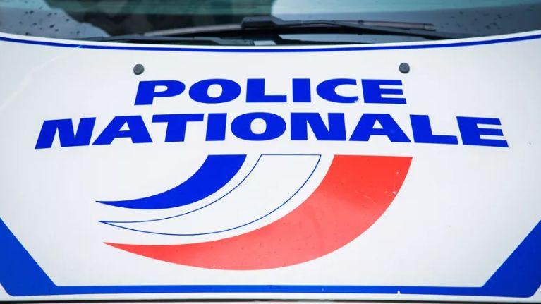 Insultés, les policiers ont fini par interpellé ce jeune de 20 ans qui a percuté une borne en béton