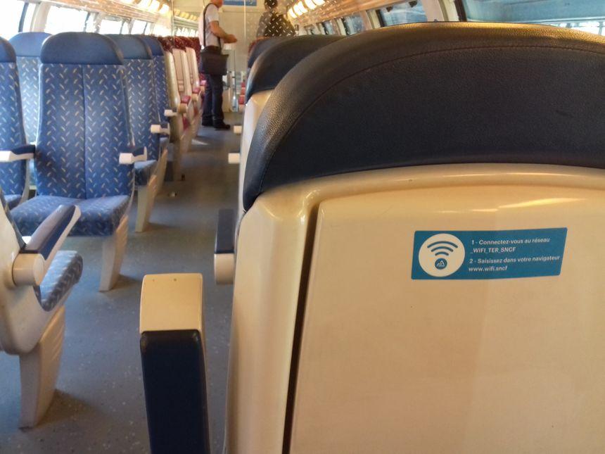 Des logos Wi-Fi au dos des sièges dans les rames TER concernées par l'expérimentation