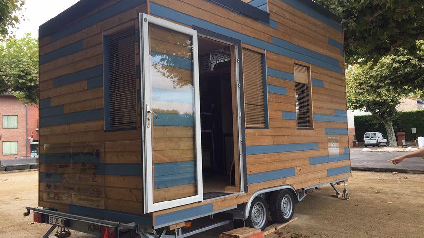 montauban une tiny house itin rante pour s 39 inspirer de. Black Bedroom Furniture Sets. Home Design Ideas