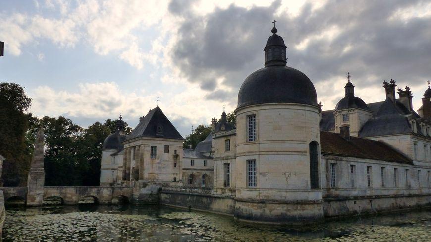 Le Château de Tanlay , décor d'Angélique marquise des Anges, le film de Bernard Borderie.