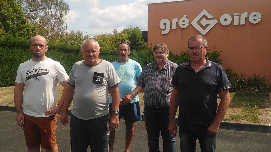 157 salariés, Laurent et Yves à droite et Anthony tout à gauche sur cette photo en font partie, ne retourneront pas dans les usines Grégoire lundi.