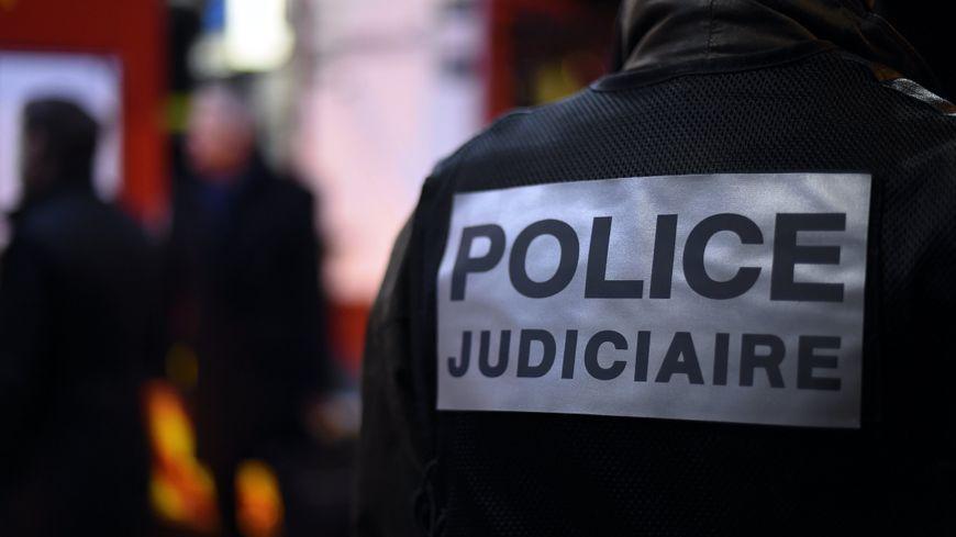 La police judiciaire est chargée de l'enquête.