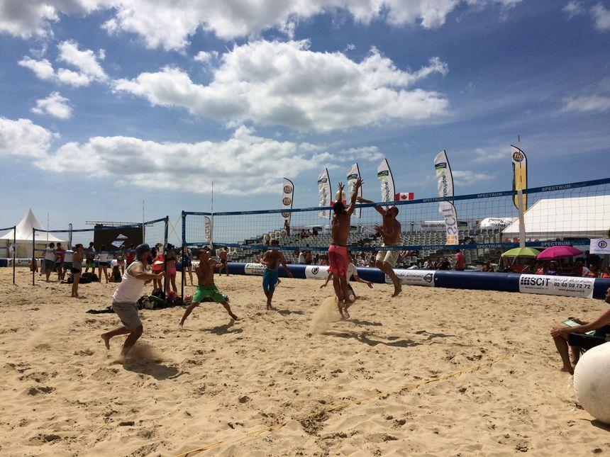 Des matchs sont programmés tous les jours sur la plage