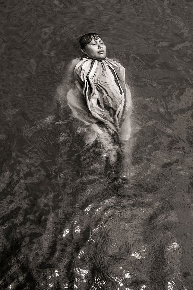 """Merak (Ursae Majoris). Omaira Medina"" (2012). Photo extraite de la série Waniku, ""Où l'eau gronde""."