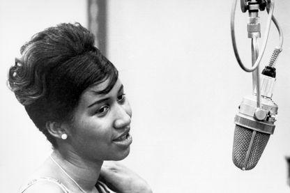 Aretha Franklin pendant un enregistrement dans les studios Columbia en 1962 à New York.