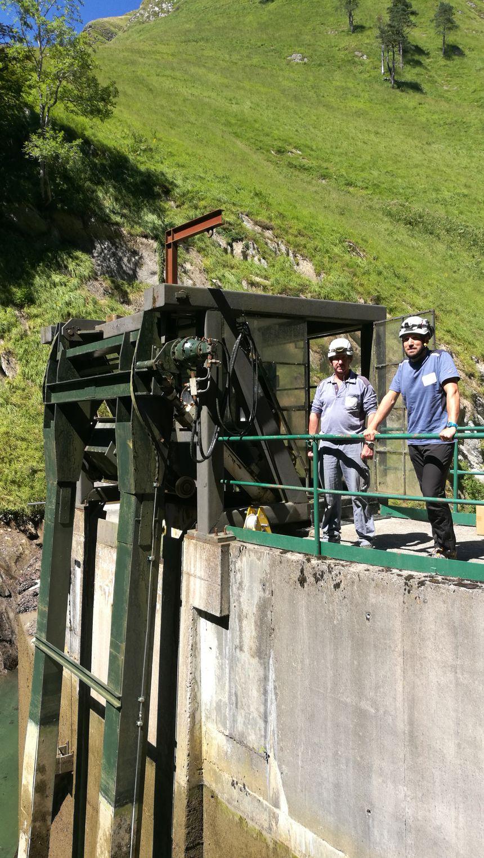 L'équipe des techniciens de la SHEM au barrage d'Olhadoko