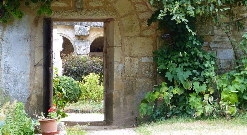 pendant la visite, on peut déambuler dans le jardin du cloître et dans le jardin des simples où poussent des plantes médicinales.