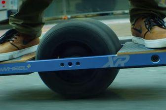 La Onewheel+ XR capable de rouler à 30 km/h.