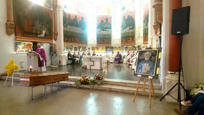 Les obséques d'Arcabas ont été célébrées dans la petite église qu'il a décorée tout au long de sa vie à Saint-Hugues-de-Chartreuse